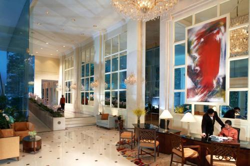 Отель Shangri-La Apartments