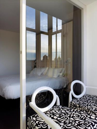 Superior Double Room with Bath Moure Hotel 3