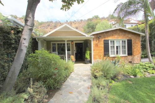 Newly Decorated Beachwood Canyon 2 Bedroom Hideaway