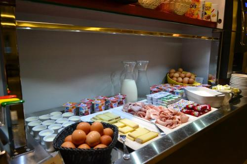la table de gustave, ornans, france overview | priceline