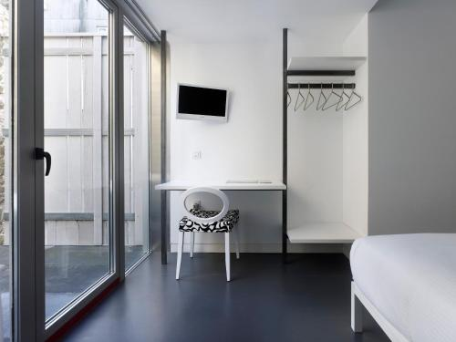 Double Room with Bath Moure Hotel 3