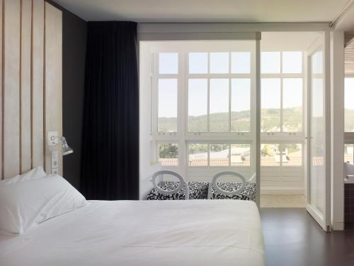 Superior Double Room with Bath Moure Hotel 4