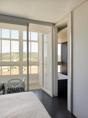 Superior Double Room with Bath Moure Hotel 1