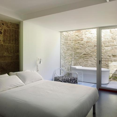 Double Room with Bath Moure Hotel 4