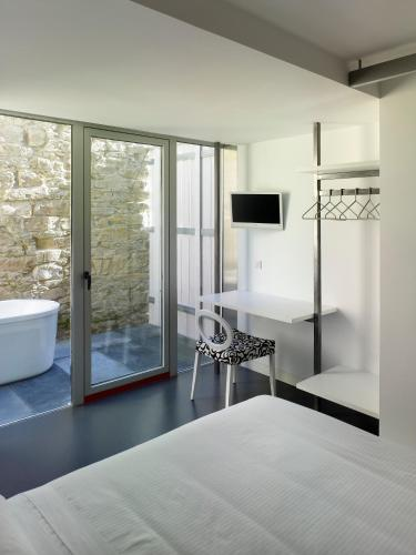 Double Room with Bath Moure Hotel 5