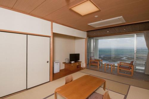 Japanese-Style Room with Sea View and Shared Bathroom - Non-Smoking