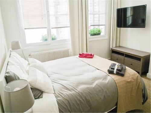 Notre Dame - Seine River Banks Apartment