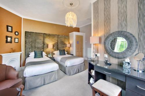 Deluxe Double Room with Bath & Mountain View