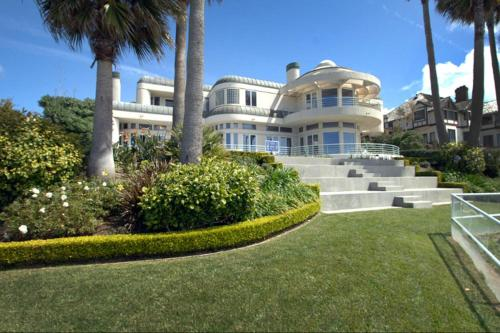 Malibu Spectacular Ocean View Mansion