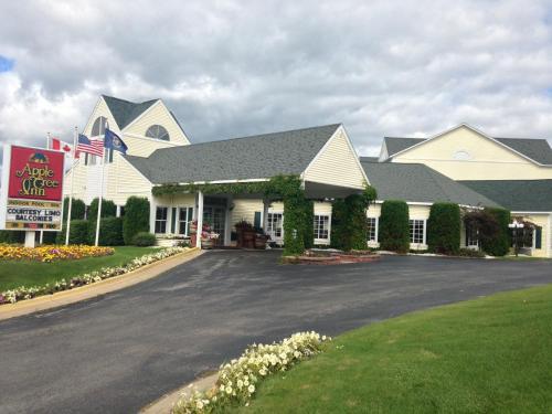 Apple Tree Inn, Petoskey, MI, United States Overview ...