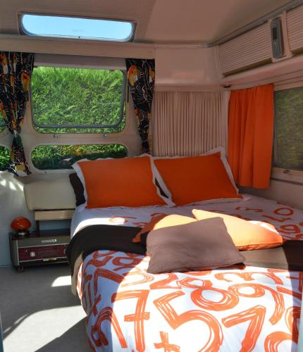 caravane airstream am ricaine 1976 chambre d 39 h tes 8. Black Bedroom Furniture Sets. Home Design Ideas