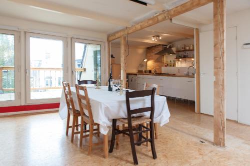 hotel rembrandt studio apartment amsterdam rumbo. Black Bedroom Furniture Sets. Home Design Ideas
