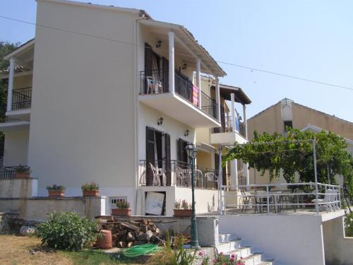 Dimitrakis Apartments - Kassiopi Greece