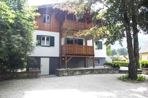 Villa Silvanus - Apartment mit 2 Schlafzimmern und Balkon - oberste Etage