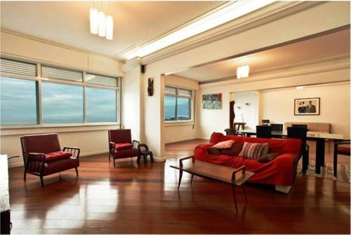 R001 Atlântica Copacabana front view