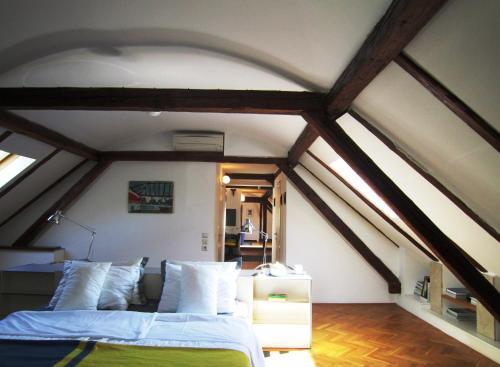 Loft Apartment Shoofit