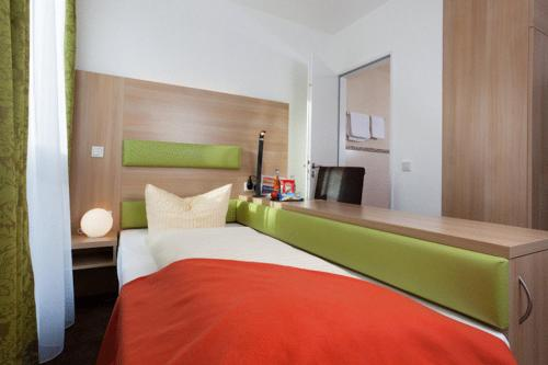Single Room - Bed Hotel Aviva