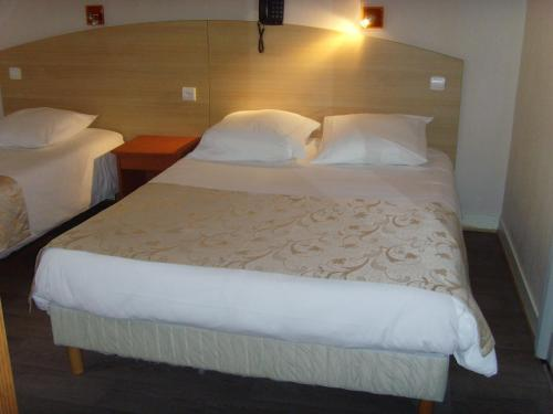 hotel de rennes le mans h tel 43 boulevard robert jarry 72000 le mans adresse horaire. Black Bedroom Furniture Sets. Home Design Ideas