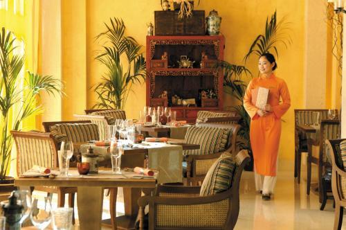 Shangri-La Hotel, Qaryat Al Beri photo 38