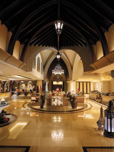Shangri-La Hotel, Qaryat Al Beri photo 42
