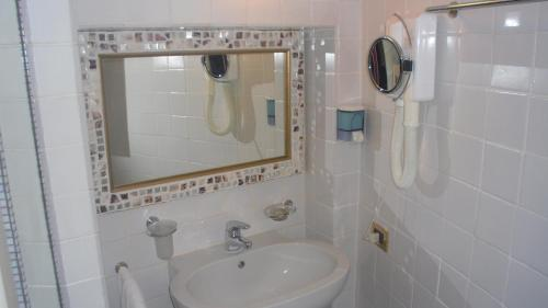 Hotel hotel della porta santarcangelo di romagna italy - Hotel della porta ...