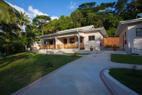 Anse Soleil Beachcomber Self-Catering Chalets, Бэ Лазар - Маэ