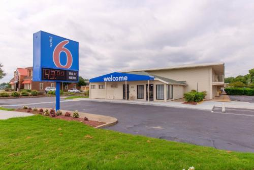 Picture of Motel 6 Norfolk