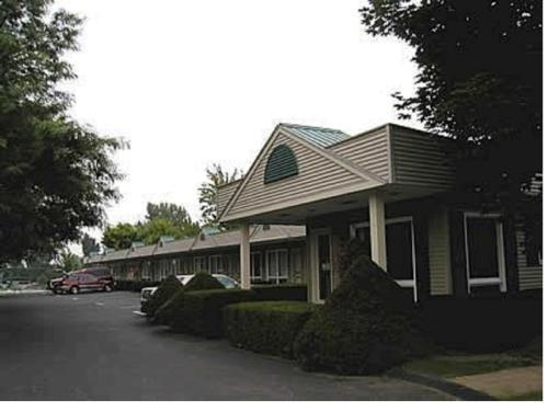 T-Bird Motor Inn front view