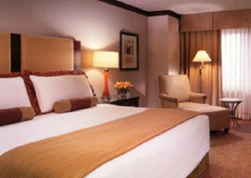 Deluxe King Room - Guestroom Ameristar Casino Hotel Council Bluffs