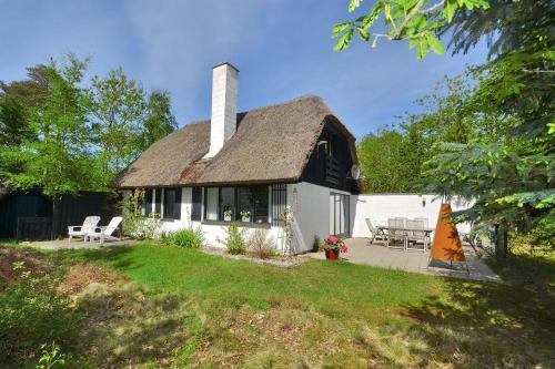 Holiday home Fyrregangen H- 1284