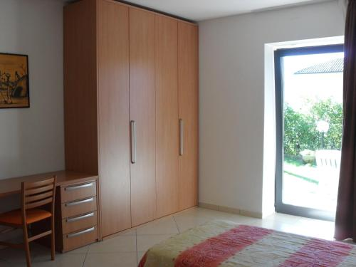 Economy One-Bedroom Apartment without Lake view and close to main Road