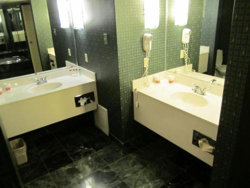 Atrium Hotel And Conference Center In Hutchinson Ks