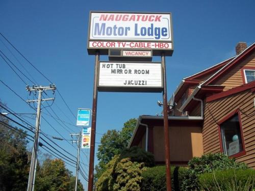 Naugatuck Motor Lodge