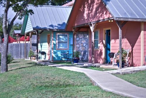 Blanco Riverside Cottages