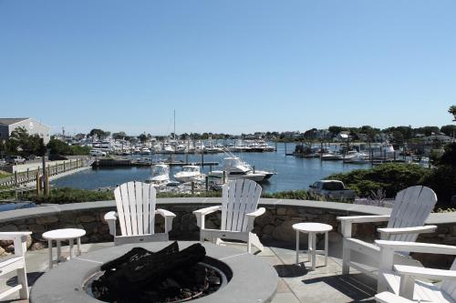 Anchor In Distinctive Waterfront Lodging