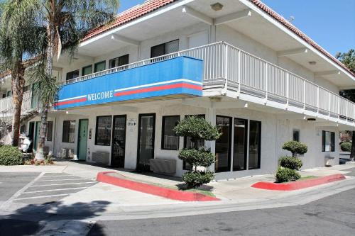 Picture of Motel 6 Bakersfield Convention Center