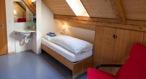 Einzelzimmer mit Gemeinschaftsbad (Single Room with Shared Bathroom)