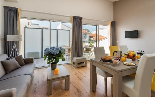Lagrange vacances les patios eug nie h tel 30 32 avenue for Appart hotel biarritz