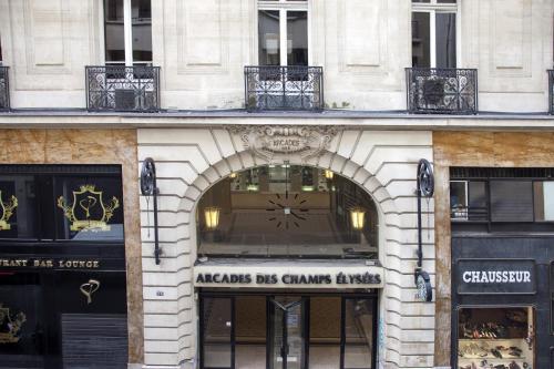 Exceptional Appart champs Elysées Paris