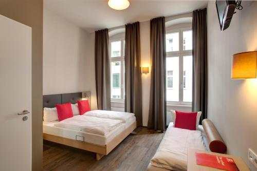 MEININGER Hotel Berlin Mitte photo 4