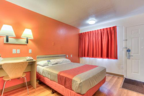 Motel 6 Portland South Lake Oswego Tigard, Lake Oswego, OR