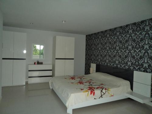 1 Bedroom Near Wong Amat Beach for Rent 103