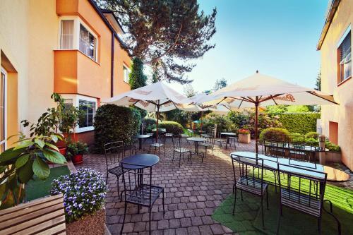 Отель Hotel Tulipan Pruhonice 3 звезды Чешская Республика