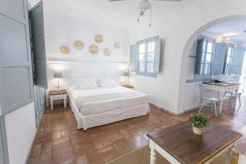 Отель Apartamentos Suites Santa Cruz 3 звезды Испания