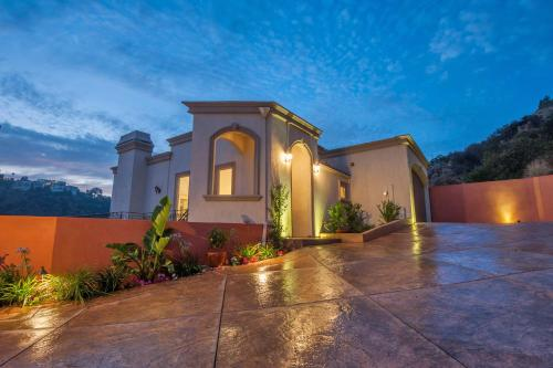 4 Bedroom House on Hollywood H..