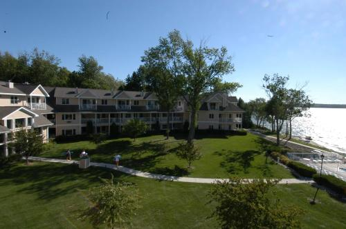Вход Westwood Shores Waterfront Resort