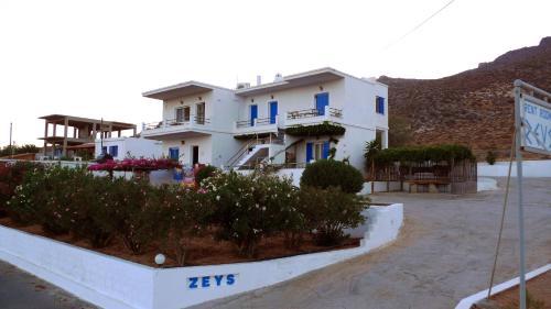 Zeus Apartments