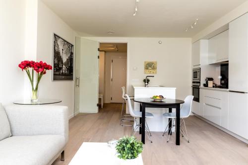 Peniches Upsite Tower Halldis Apartments
