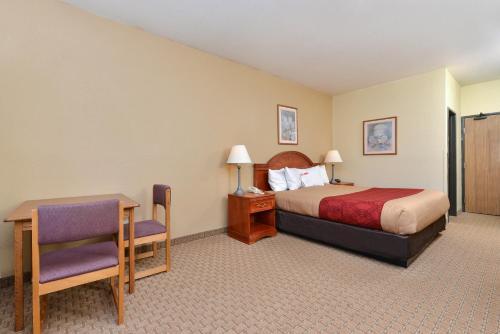 Best PayPal Hotel in ➦ Decatur (IN): Clock Tower Inn Berne