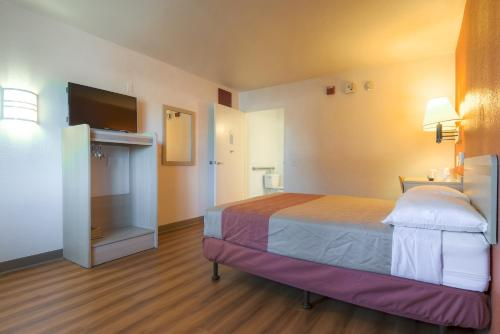 Motel 6 Palm Springs - Rancho Mirage Hotel Cathedral City